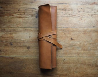Leather paint brush holder, leather artist roll, leather paintbrush roll, leather tool roll case, 3rd anniversary, personalised leather gift