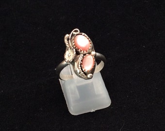 Vintage Sterling silver Navajo leafy pebbled duo Pink Mother of Pearl Ring, Ladies mop ring