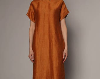 Dress with zipped drape