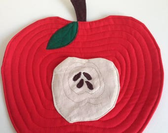 Apple Mug Rug, Teacher Present, Coaster, Placemat, Snack Mat, Applique mug rug, Quilted mug rug, Mug Rug and pocket, Mug Rug, Teacher gift