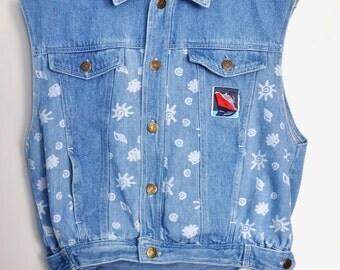 Vintage denim vest, 90s denim vest, light wash denim with print, hipster vest