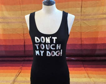 "Top ""don't touch my dog!"" in silver sequins round neck black"