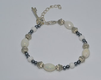 Bracelet beads fancy white and gray