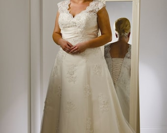 Plus size lace wedding gown- size 26