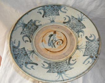 Big plate Ming, Ming China Southern dish (1368-1644).  Central symbol augury.  Decoration under glaze blue.