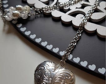 Necklace heart shaped necklace with pendant