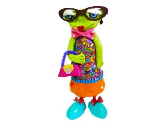 Frog Figurine, Frog decor, frog decoration, Frog sculpture, Green Frog, Frog art, Frog Prince, Frog statue, Frog gifts, Collectibles Frog