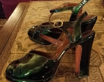 Vintage 1940's Peep Toe Patent Leather Emerald Green Metallic High Heels, Size 7