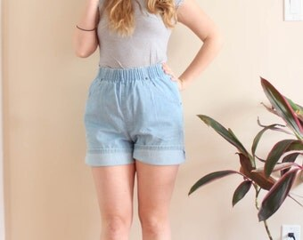 1990's Light Denim Shorts with Elastic Waist . High Waisted Shorts . Super Comfy . North West Blues . Medium . Summer 90s 1980s 80s