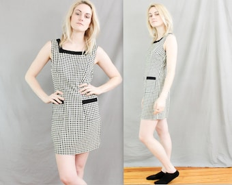 90's Checkered Dress in Small or Medium . Black and White Checks . pockets . FRIENDS Dress . Mini Short . Shift Wiggle