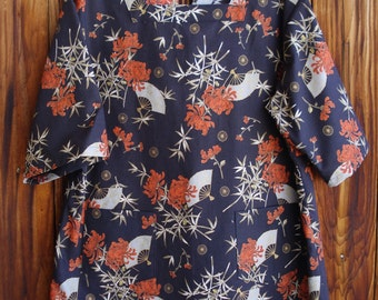 SIZE 18-20 The Mama San Mamasan Kappogi Full Coverage Smock Apron in Oriental Fans & Mums on Black Print- Size Large (18-20)