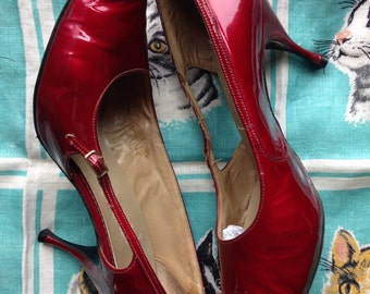 60's candy apple red patent leather pumps stiletto US 7, EU 37 1/2 UK 4 1/2