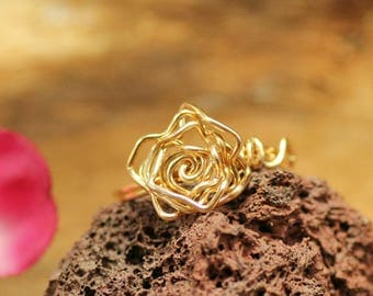 Gold flower ring ~ Rose shaped ring wire wrapped ~ Rosette ring ~ Bohemian jewelry ~ Nature jewelry ~ Engagement ring ~ Gift for girlfriend
