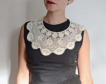 Ivory Crochet Bib Collar with Flowers