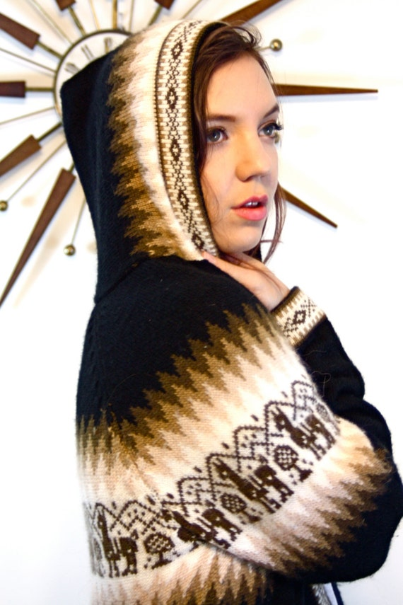 Vintage 70s Ethnic Alpaca Fina Wool Sweater Hoodie Hand Knit in Peru Tribal Zig Zag Lama Pattern Light Dark Brown Jumper 1970s Zip Cardigan