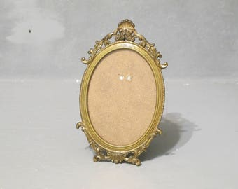 Vintage Small Ornate Metal Frame Cottage Decor / Antique Gold Oval Frame for Child Photo, Aged Brass Picture Frame with Glass & Easel Stand