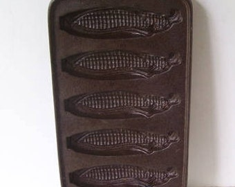 John Wright Cast Iron Corn Cob Corn Bread Mold, Footed Corn Shaped Iron Mold,  5 Corn Bread Images, Black Cast Iron Mold, Marked  U.S.A
