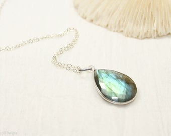 Labradorite Necklace, Bezel Set Pendant ,Sterling Silver, Blue Flash, Labradorite Jewelry