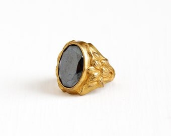 Vintage Art Deco Brass Simulated Hematite Flower Ring - 1930s Size 5 3/4 Gray Black Oval Glass Stone Repousse Floral Uncas Costume Jewelry