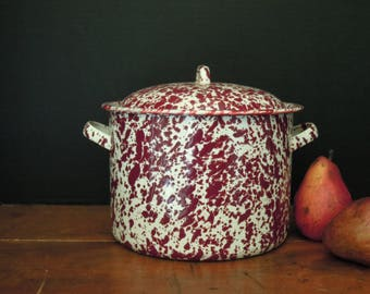 Vintage Red Burgundy Splatterware Enamel Pot and Lid / Vintage Farmhouse Enamelware / Farmhouse  Decor / Splatterware Cookware /