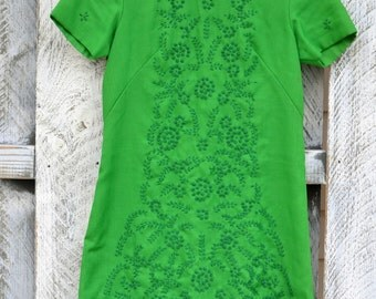 Green Embroidered Shift dress /Medium / Mid Century Womens