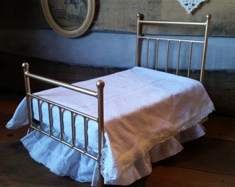 Edwardian Antique Style Miniature Bed for Newborn Photoprop