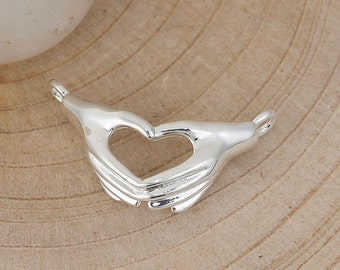 2 Silver Plated HEART HANDS CLADDAGH / Claddaugh Connectors, Metal Hands Holding, Irish Charm Pendants . chs2764