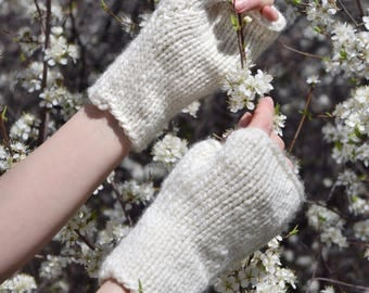 SALE: Chunky Knit Fingerless Gloves, Commuter Mitts / Knitted Wrist Warmers in 'Cream'