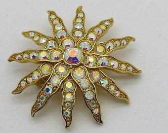 SIGNED Starburst sparkling goldtone Brooch. Our Ref 1096.