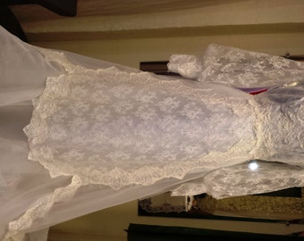 Vintage 1983 Lace Meadow Wedding Dress A line with Poet Sleeves Size 8