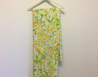 Vintage Bed Sheet, Floral Bed Sheet, Spring Flowers, Twin Flat Sheet, Vintage Bedding