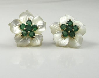 Mother of Pearl and Emerald Earrings, Flower Earrings, Emerald Earrings, Mother of Pearl Earring, Pierced Emerald Earrings, Pierced Earrings