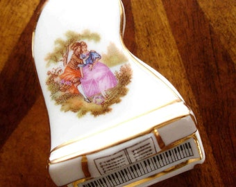 Limoges, French Trinket box, Grand piano trinket box, Victorian couple, Limoges France, Collectible, Rare Trinket box, fine Porcelain, Gift