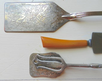 Vintage SilverPlate Utensils Set. Cake Spatula.Pastry. Ice Tongs. Bakelite.Southern Cottage Kitchen.Table