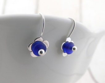 Flower earrings, Blue flower earrings, Silver earrings, Blue silver earrings, Floral earrings, Flower jewellery, Blue earrings, Blue bead