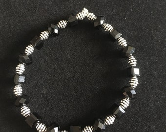 Black and Silver Beaded Stretch Bracelet - B04