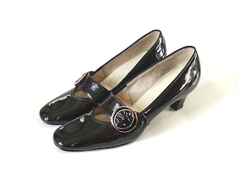 Mary Janes 60s shoes patent leather shoes flapper 1960s mod shoes  size 8 85 black pumps, vintage shoes, maryjane, 1960s shoes, black heels