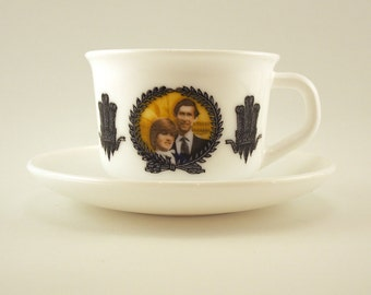 Cup saucer set of 4. Tea cups Charles and Diana, royal wedding 1981. Arcopal, Commemorative cup, Marriage Prince Wales, Lady Diana Spencer.