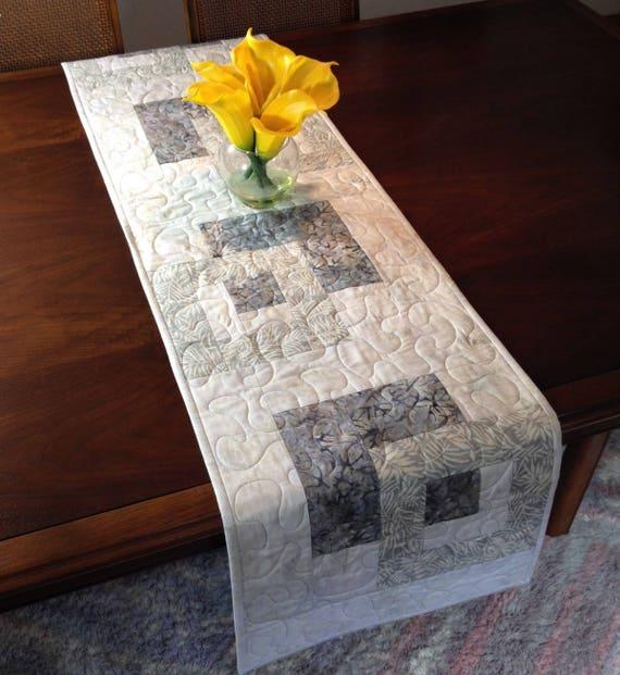 chemin de table moderne batik fait la main tablerunner. Black Bedroom Furniture Sets. Home Design Ideas