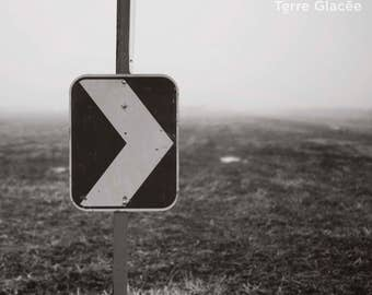 Photography of a sign, arrow, indication, middle of a field, right, haze, farmer, black and white, b / w, rural, rustic, fog