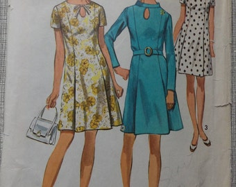 Front Princess Seamed Dress  with Optional Stand Up Collar and Keyhole Opening Size 14 Vintage 60s Simplicity Sewing Pattern 8192 Complete