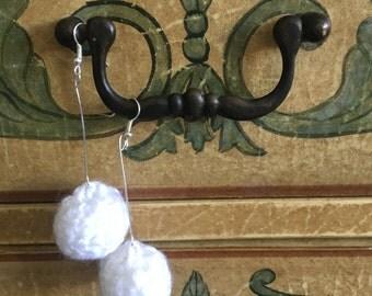 Crochet ball earring (white)