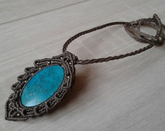 Medallion set with Chrysocolla of macrame