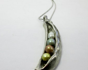 Multicolor Freshwater Pearl 4 Peas In a Pod Necklace Pearl Peapod Necklace Family Reunion Gift Family Jewelry Handmade Birthday Gift for Her