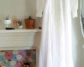 Vintage White Wedding Gown With Full Veil Size 4
