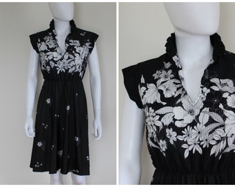 Vintage 1970's Black White Floral Flower Print Pleated High Neck Ruffle Collar Knee Length Dress By QR Size Medium