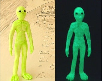 Alien Ornament, Halloween Decoration, Glow in the Dark Alien Sculpture, Resin Green Alien Figurine, Father's Day Gift, Science Fiction Art