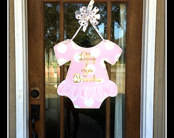 Welcome baby wreath etsy for Welcome home baby decorations