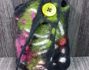 cosmetic bag, utility pouch *** wet felted ***