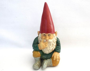 Gnome figurine, Sitting Gnome after a design by Rien Poortvliet, David the Gnome, Garden Gnome. #6A7G465KE